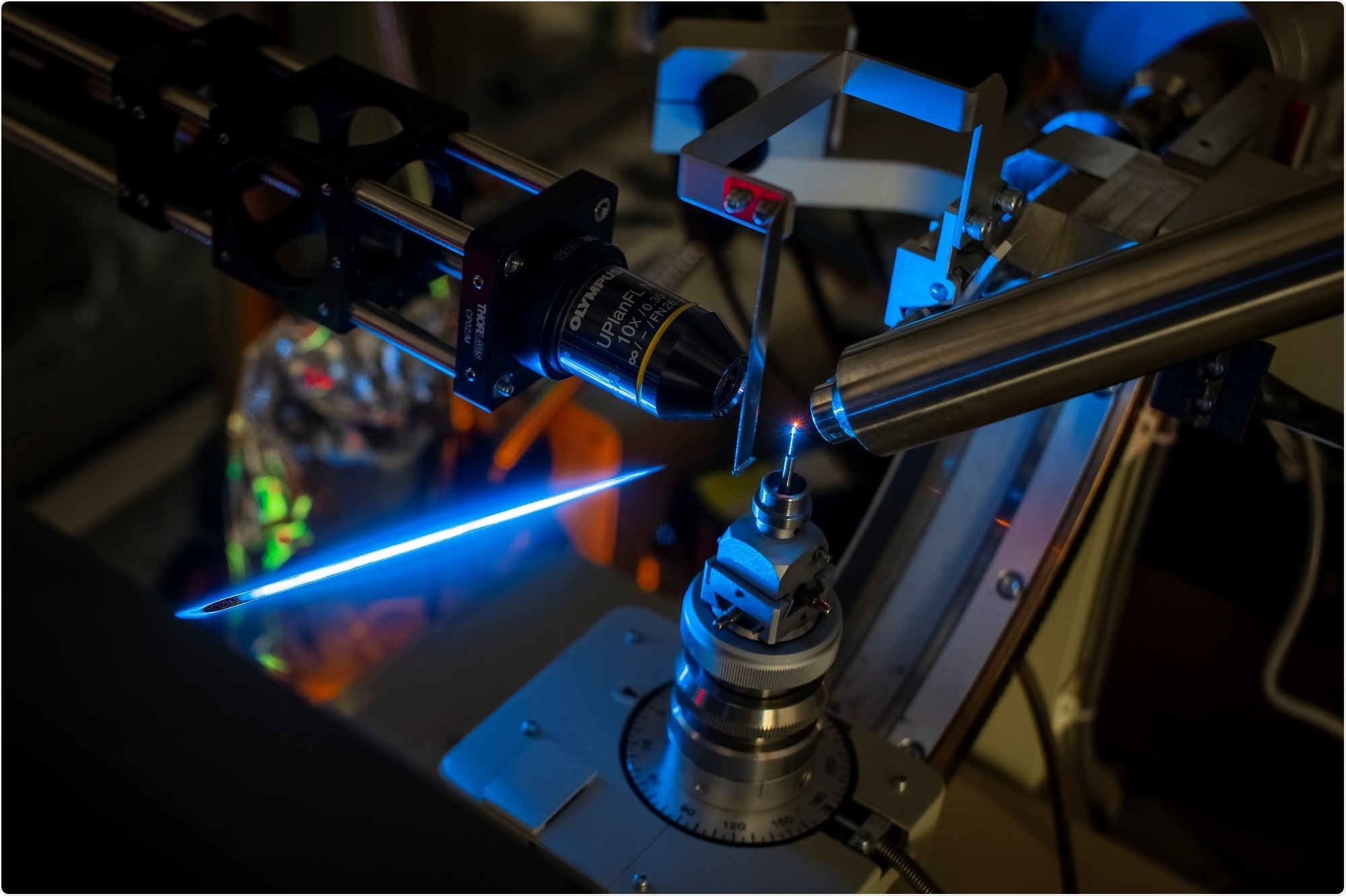 Study shows fluorescent protein molecules act as tiny antennas with optical properties
